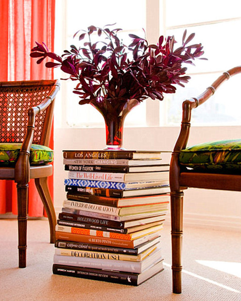 urban-apartment-decorating-ideas-A-table-stack-of-books