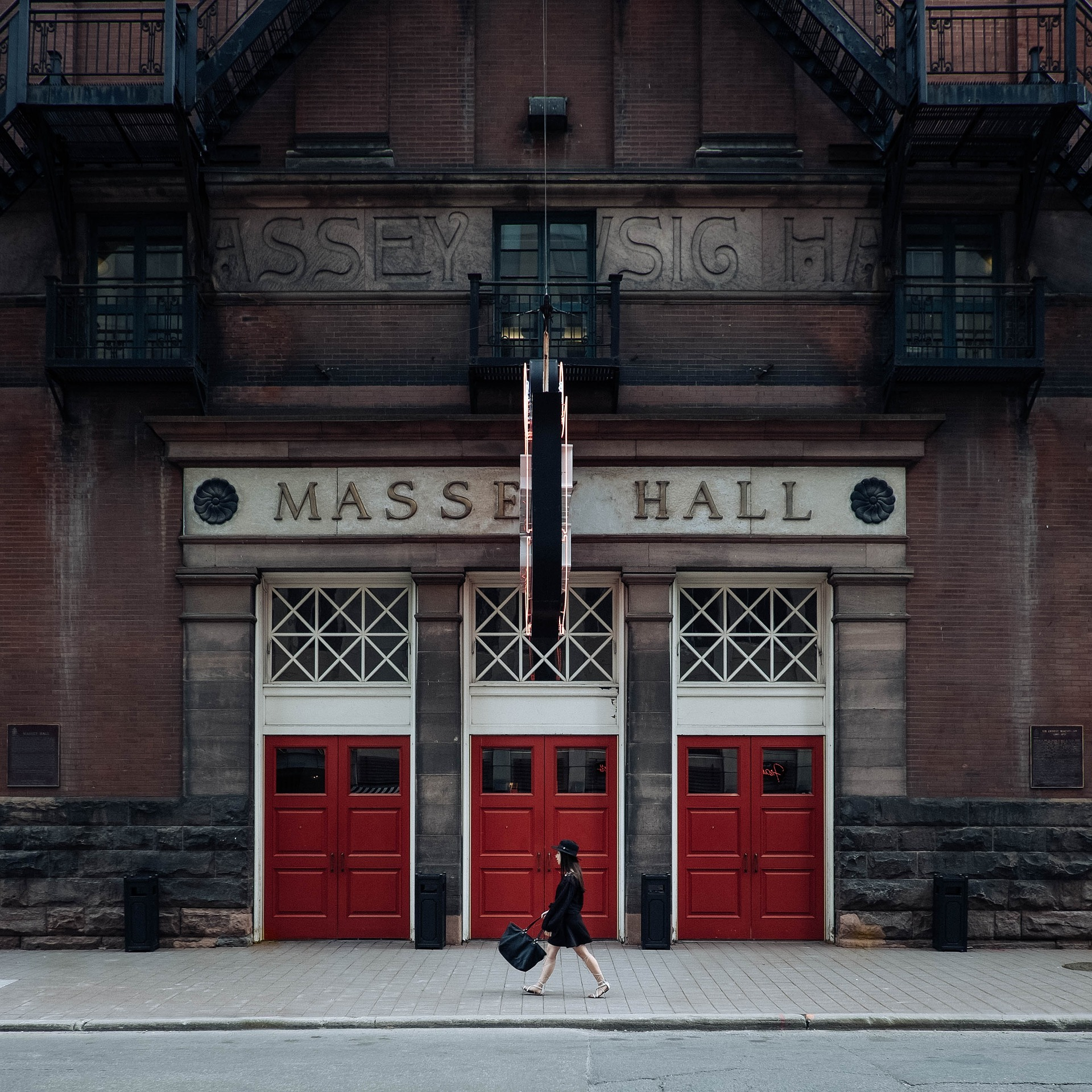 massey-hall-828619_1920