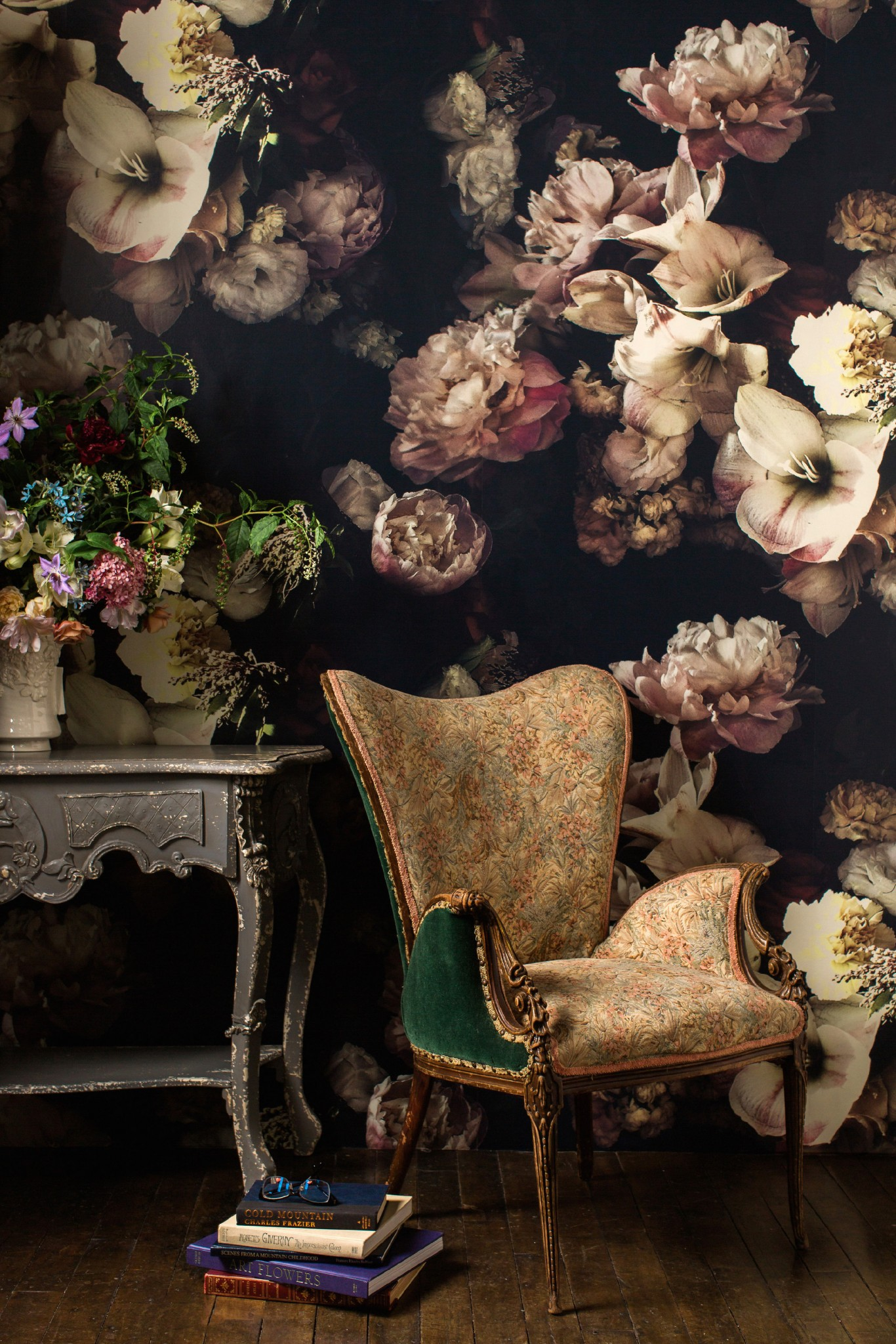 Ashley-Woodson-Bailey floral wallpaper embraces large stunning blooms